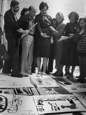 Konkurs malarski i rysunkowy dla dzieci, w środku Janina Ojrzyńska (Dział Naukowo - Oświatowy), z lewej red. Jerzy Katarasiński