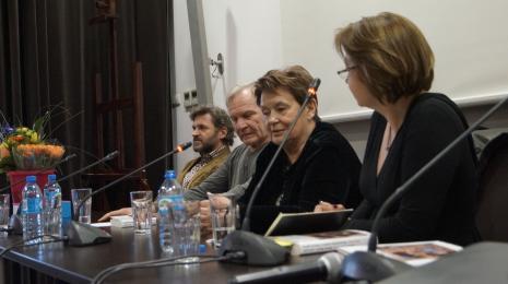 Od lewej dyr. Jarosław Suchan (ms), Józef Robakowski, Agnieszka Minich, dr Dominika Łarionow (Uniwersytet Łódzki)