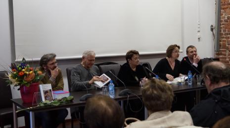 Od lewej dyr. Jarosław Suchan (ms), Józef Robakowski, Agnieszka Minich, dr Dominika Łarionow (Uniwersytet Łódzki), dr Marcin Szeląg (Muzeum Narodowe w Poznaniu)