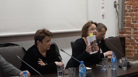 Od lewej Agnieszka Minich, dr Dominika Łarionow (Uniwersytet Łódzki), dr Marcin Szeląg (Muzeum Narodowe w Poznaniu)