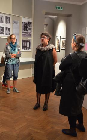 Konferencja prasowa. Z lewej Katarzyna Mądrzycka-Adamczyk (Dział Edukacji), w środku Milada Ślizińska (kuratorka wystawy).