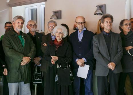 Wernisaż. Od lewej Wiesław Karolak, Ireneusz Pierzgalski, Jerzy Treliński, Wera Modzelewska, x, Andrzej Gieraga, Włodzimierz Adamiak