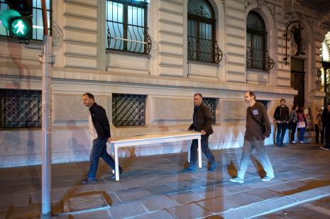 Performens: od lewej Paco Simon, Sławomir Brzoska, Zbigniew Zieliński (twórca znaku graficznego Galerii Wschodniej).