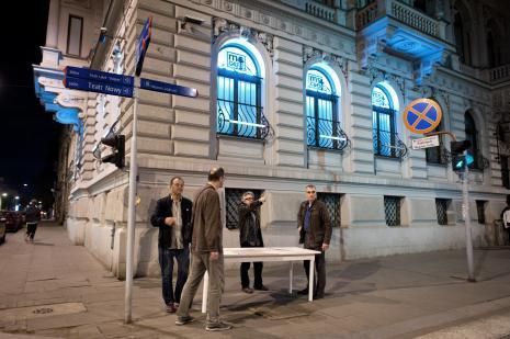 Performens: od lewej Paco Simon, Zbigniew Zieliński (twórca znaku graficznego Galerii Wschodniej), Adam Klimczak (Galeria Wschodnia), Sławomir Brzoska.