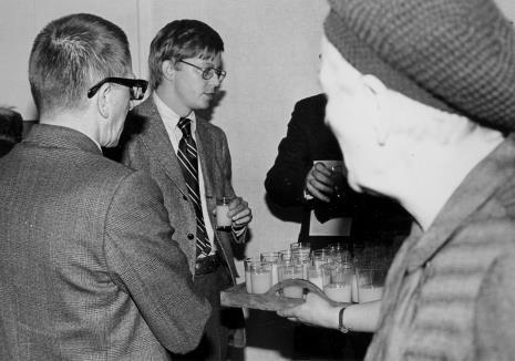 Od lewej dyr. Ryszard Stanisławski i R. Williams (zastępca attache prasowego ambasady USA)