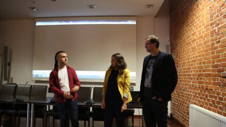 Premierowy pokaz filmy Pionty nie będzie. Sztuka nie potrzebuje reklamy w ms2. Od lewej Leszek Karczewski (Dział Edukacji, autor scenariusza), Aneta Dalbiak (ms), Artur Frątczak (reżyser filmu).
