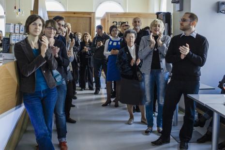Wernisaż, od lewej red. Aleksandra Talaga (Kalejdoskop), Dorota Sztyller (Dział Promocji, Daniel Muzyczuk (Dział Sztuki Nowoczesnej), pierwszy z prawej Adam Jurek (Dział Promocji). W głębi w centrum Krystyna Potocka (Galeria Manhattan w  Łodzi).