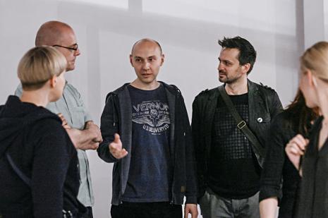 W środku Jarosław Lubiak (Dział Sztuki Nowoczesnej), dr Tomasz Załuski (ASP w Łodzi), Artur Chrzanowski (ASP w Łodzi)
