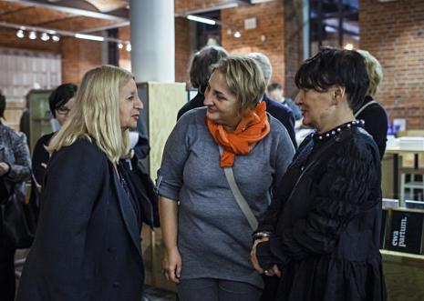 Ewa Partum (z lewej) w rozmowie z publicznością. Fot. Anna Taraska-Pietrzak