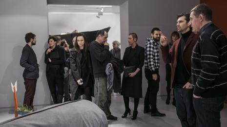 Od lewej Błażej Filanowski (Dział Promocji), Dominika Sadowska (ASP w Łodzi), x, Mariusz 'Benek' Olszewski, Małgorzata Wolańska (oparta o ścianę), Aleksandra Ska, pierwszy z prawej Ryszard Cichy