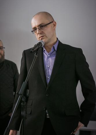 Kurator wystawy Jarosław Lubiak (Dział Sztuki Nowoczesnej)
