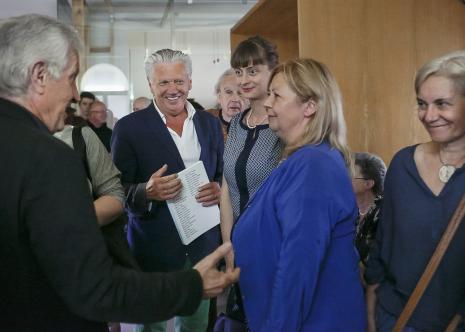 Wernisaż: na pierwszym planie od lewej kolekcjonerzy Edigio Marzona i Dariusz Bieńkowski,  Monika Branicka (Galeria Żak Branicka w Berlinie), Maria Morzuch (Dział Sztuki Nowoczesnej), x