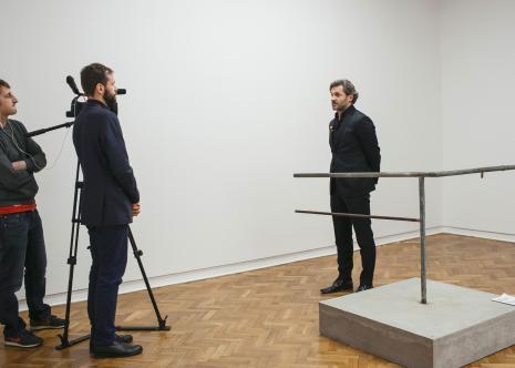 Dyr. Jarosław Suchan (ms) podczas wywiadu, prowadzi - Błażej Filanowski