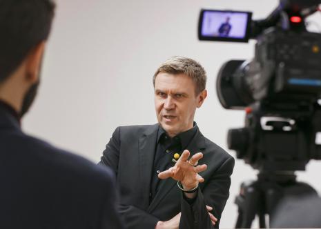 Mirosław Bałka podczas wywiadu