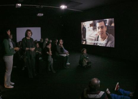 Publiczność podczas projekcji filmów, druga z lewej Krystyna Potocka (Galeria Manhattan w Łodzi)