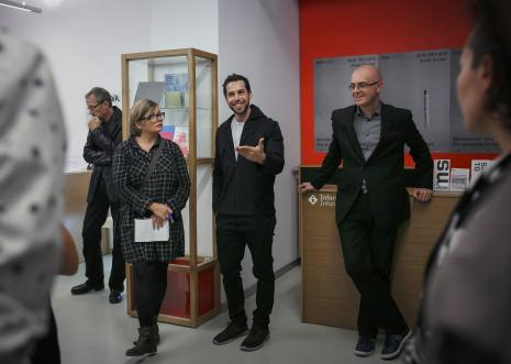Assaf Gruber i kurator wystawy Jarosław Lubiak (Dział Sztuki Nowoczesnej)