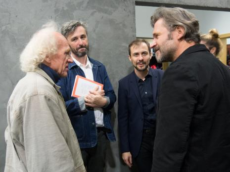 Od lewej Vladimir Tarasov. kuratorzy wystawy David Crowley i Daniel Muzyczuk (Dział Sztuki Nowoczesnej) oraz dyr. Jarosław Suchan (ms)