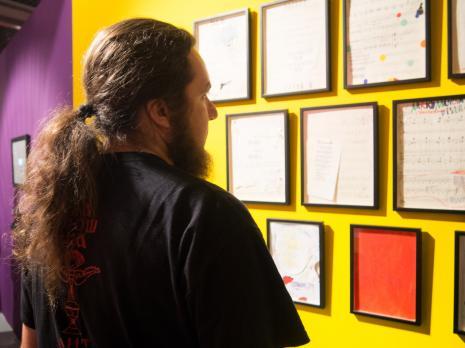 Widzowie na wystawie