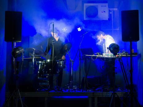 Roland i Robert Lippok na scenie