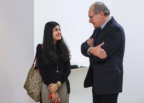 Kuratorka wystawy Natasha Ginwala w rozmowie z prof. Sławomirem Ratajskim (Sekretarz generalny Polskiego Komitetu ds. UNESCO)