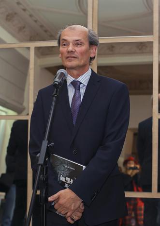 Kurator wystawy Lech Lechowicz