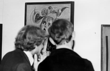 Publiczność na wernisażu wystawy Hanach Hoch. Malarstwo - rysunek- collage (oraz Antoni Starczewski. Paralele, Ireneusz Pierzgalski. Relacje)