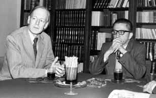 Konferencja prasowa w czytelni biblioteki Działu Dokumentacji Naukowej, dr Pieter Krieger i dyr. Ryszard Stanisławski