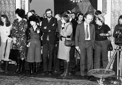 Dyr. Bernard Kepler (BWA w Łodzi) - z drugi z prawej w pierwszym rzędzie wśród publiczności