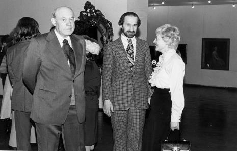 Od lewej Apoloniusz Zawilski (literat), Andrzej Urbaniak (Dział Kostiumów Centralnego Muzeum Włókiennictwa), Halina Zawilska (Dział Sztuki Polskiej)