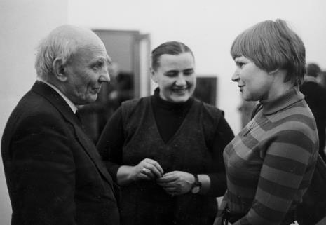 Od lewej Michał Bohdziewicz (Dział Malarstwa Polskiego), Hanna Miecznikowska (Dział Naukowo-Oświatowy), Janina Ładnowska (Dział Sztuki Nowoczesnej)