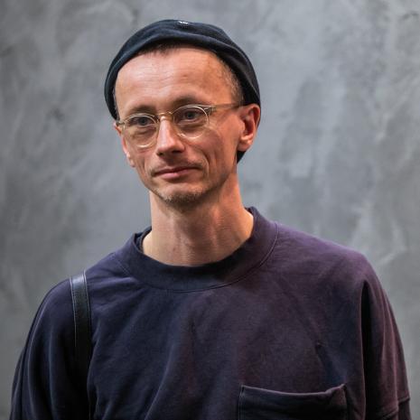Konrad Smoleński - autor rzeźb i muzyki