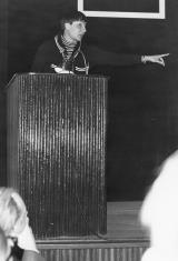 """Dr Teresa Grzybowska podczas odczytu """"Jacquesa de Gheyna obraz Jana Ewangelisty"""""""