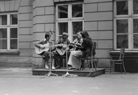 Występ zespołu wokalno - muzycznego ZPB Harnama lub ZDK Teofilów