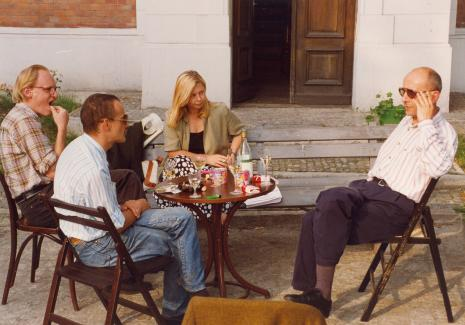 Od lewej Peter Schejdahl, Jan Trzupek (Dział Realizacji Wystaw), Maria Morzuch (Dział Sztuki Nowoczesnej), dyr. Jaromir Jedliński
