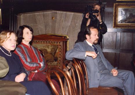 Od lewej kustosz Janina Ładnowska (SN), Urszula Czartoryska (Dział Fotografii i Technik Wizualnych), przedstawiciel Federal Reserve System