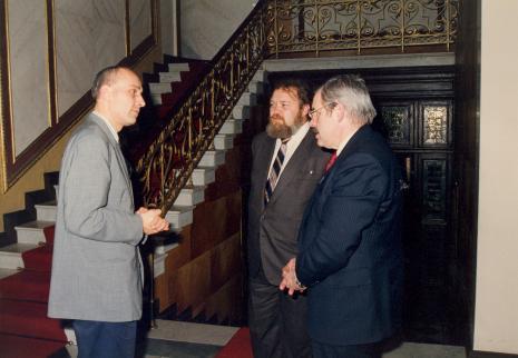 Od lewej dyr. Jaromir Jedliński (ms), Miron Gordon (ambasador Izraela w Polsce), Waldemar Bohdanowicz (Wojewoda Łódzki)