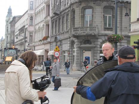 Aleksandra Panisko i Zbigniew Libera podczas zdjęć na ul. Piotrkowskiej