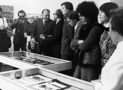 W środku Bogdan Koperski (I sekretarz KŁ PZPR) w rozmowie z dyr. Ryszardem Stanisławskim