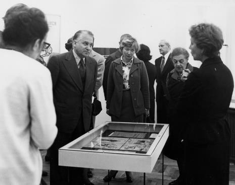 Jelena Michajłowa (Państwowe Muzeum Literatury w Moskwie), z lewej Bogdan Koperski (I sekretarz KŁ PZPR)