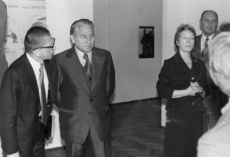 Od lewej dyr. Ryszard Stanisławski,  Bogdan Koperski (I sekretarz KŁ PZPR), Jelena Michajłowa (Państwowe Muzeum Literatury w Moskwie), Tadeusz Kaczmarek (wiceminister kultury i sztuki)