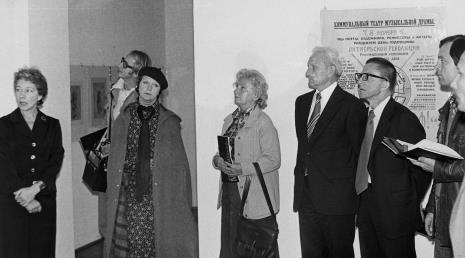 Od lewej Jelena Michajłowa (Państwowe Muzeum Literatury w Moskwie), red. Wojsław Rodacki (Polskie Radio), red. Lucyna Hoszowska (Express Ilustrowany), red. Irena Beck (PAP), Jewgienij Bawykin (I sekretarz ambasady ZSRR w Polsce), dyr. Ryszard Stanisławski