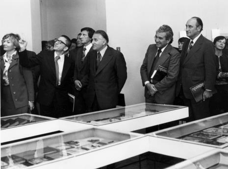 Od lewej x, dyr. Ryszard Stanisławski, x,  Bogdan Koperski (I sekretarz KŁ PZPR), Jan Morawiec (wiceprezydent Łodzi), Tadeusz Kaczmarek (wiceminister kultury i sztuki)