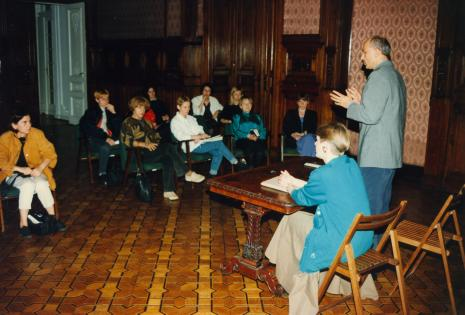 Dyr. Jaromir Jedliński (ms) podczas konferencji prasowej, pierwsza z lewej red. Krystyna Namysłowska (Polskie Radio)