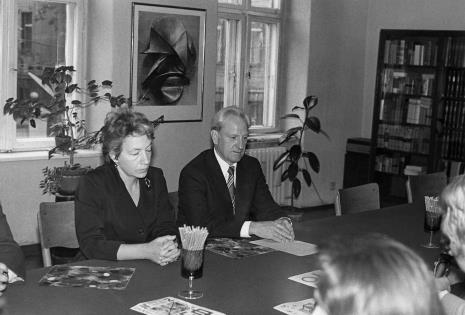 Konferencja prasowa w czytelni biblioteki Działu Dokumentacji Naukowej, Jelena Michajłowa (Państwowe Muzeum Literatury w Moskwie) i  Jewgienij Bawykin (I sekretarz ambasady ZSRR w Polsce)