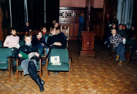 W drugim rzędzie z lewej strony, od prawej Józef Robakowski, Barbara Konopka; dwa rzędy dalej Edward Łazikowski (w okularach), z lewej strony w okularach Małgorzata Wiktorko (Dział Naukowo-Oświatowy), z prawej strony w kraciastej koszuli Paweł Hajncel (malarz, student ASP w Łodzi)