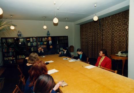 Konferencja prasowa w czytelni biblioteki ms