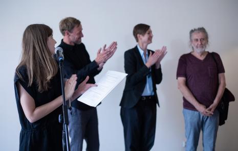 Od lewej Maja Wójcik (wicedyrektor ms), kuratorzy wystawy Gaweł Kownacki i Magdalena Kownacka, z prawej Marek Chlanda