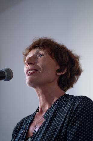 Kuratorka wystawy Anna Saciuk-Gąsowska (Dział Sztuki Nowoczesnej)