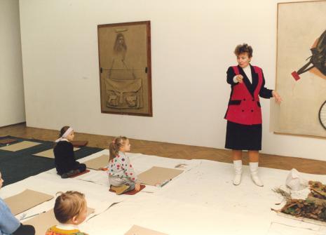 Zajęcia plastyczne dla dzieci w salach muzealnych