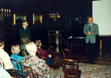 Stoją: Andrzej Strumiłło i dyr. Jaromir Jedliński (ms)